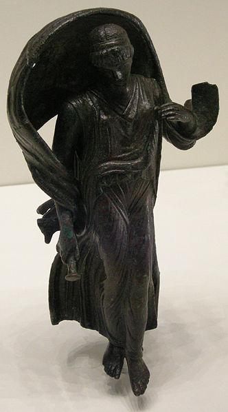 332px-Arte_romana,_statuetta_di_nyx_o_selene,_I_secolo_ac